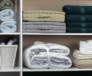 Spring Cleaning Challenge Day 9-Cleaning the Linen Closet