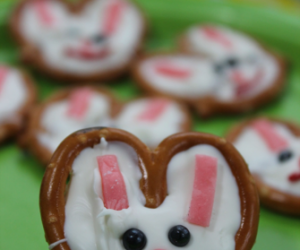 Easter Bunny Pretzel Faces = Adorable!